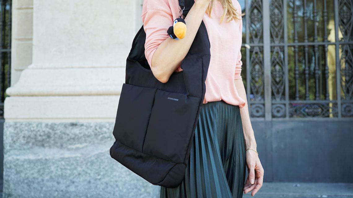 /></p> <p>Smukła i kompaktowa torba kompatybilna z notebookami i ultrabookami 15.6